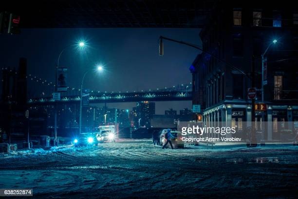 winter blizzard in brooklyn - via principale foto e immagini stock