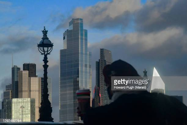 winter blues coffee break london skyline - howard pugh stock pictures, royalty-free photos & images
