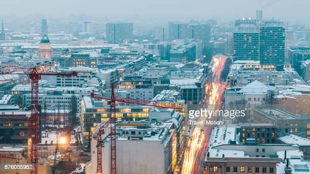 Winter-Stadtbild bei Nacht, Berlin, Deutschland