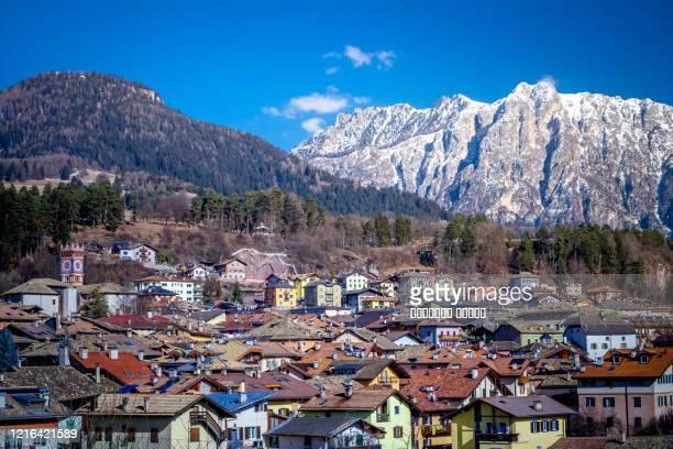 winter cityscape of cavalese, val di fiemme, trentino alto adige, italy, europe - trento foto e immagini stock
