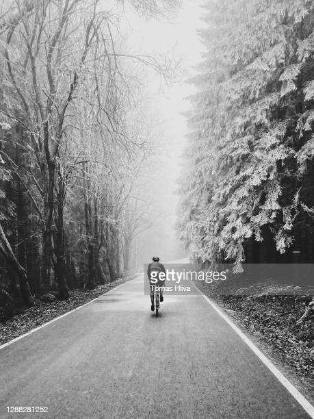 winter cycling - road cycling stock pictures, royalty-free photos & images