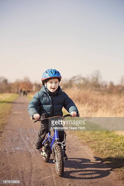 winter cycling - work helmet stock pictures, royalty-free photos & images
