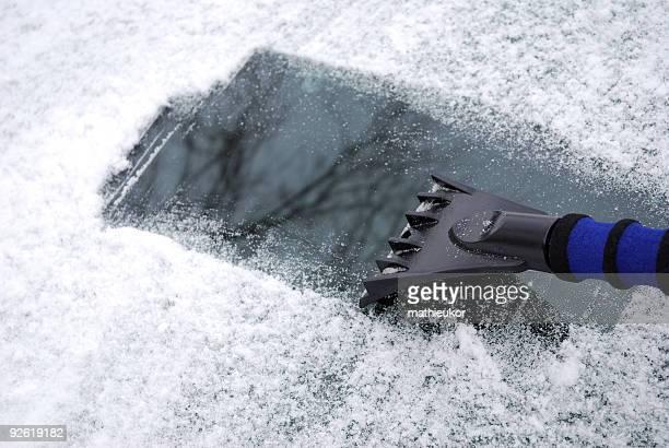 Conduite d'hiver-neige et de glace retrait