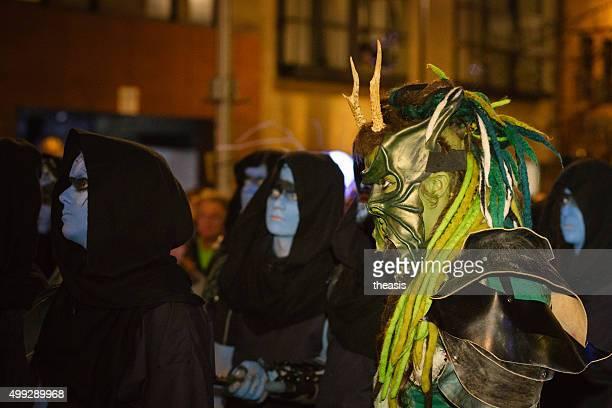 winter-trommler am samhuinn fire festival, edinburgh - theasis stock-fotos und bilder