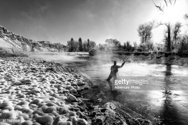 winter fly fishing in koude tempereatures - fly casting stockfoto's en -beelden