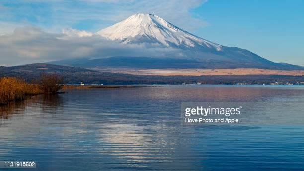 winter fuji scenery - 湖 photos et images de collection