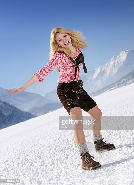 loisirs d'hiver en lederhosen - knickers photos et images de collection