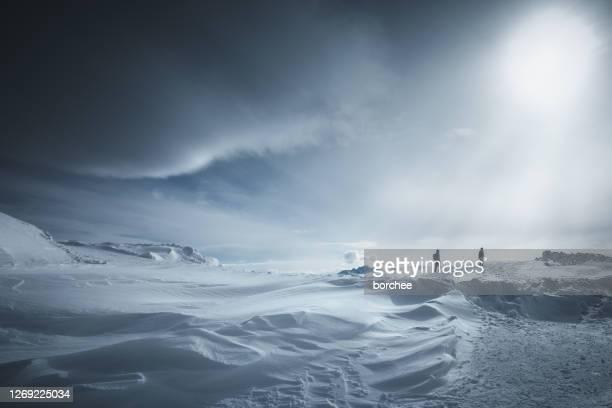escursione invernale - clima polare foto e immagini stock
