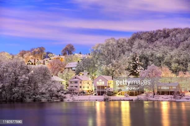 winter in bostons stadtteil brighton - massachusetts stock-fotos und bilder