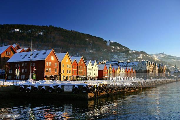 winter in bryggen, trondheim - trondheim fotografías e imágenes de stock