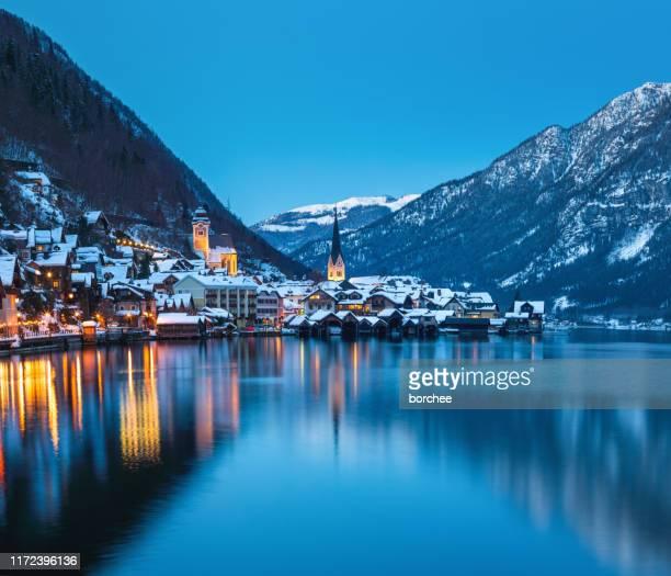 winter in hallstatt - hallstatt stockfoto's en -beelden