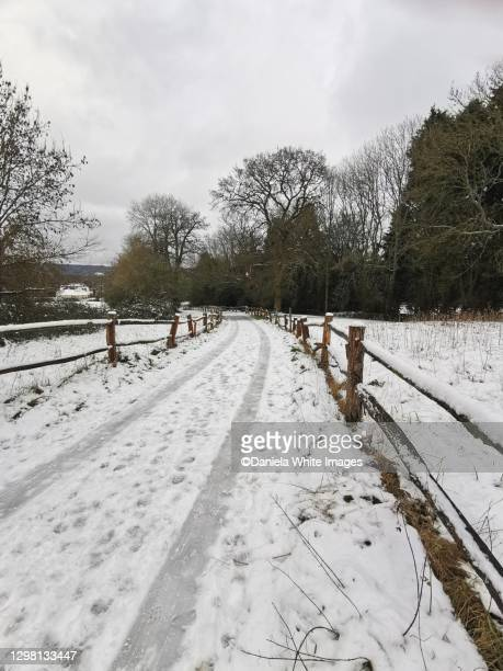 winter in the countryside near cranleigh, surrey, england - snow stock pictures, royalty-free photos & images