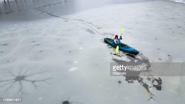 winter kayaker - ogphoto stock-fotos und bilder