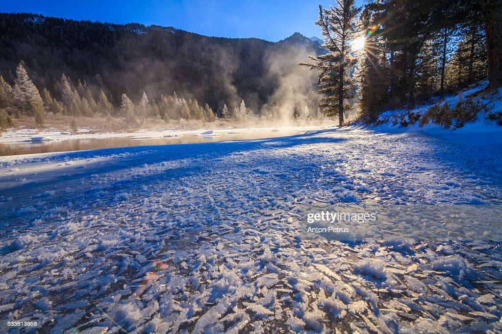 Winter landscape at dawn on the river : Foto stock