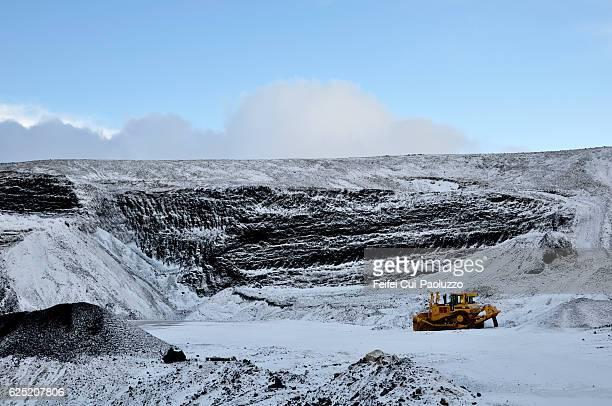 winter landscape near grindavik in reykjanes peninsula of iceland - 建設機械 ストックフォトと画像