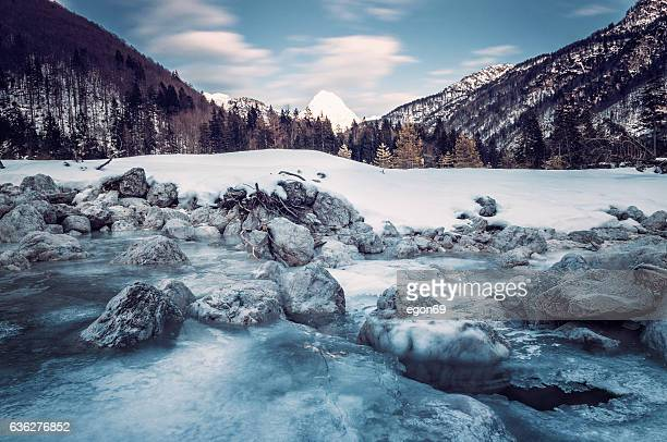 winter-landschaft  - bach stock-fotos und bilder