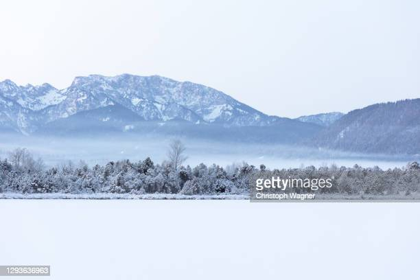 winter lanscape - mountains - 冠雪 ストックフォトと画像