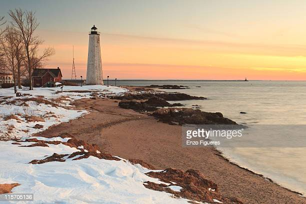 winter lighthouse scene - ニューヘイブン ストックフォトと画像