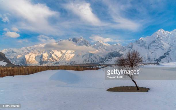 winter look - skardu stock pictures, royalty-free photos & images