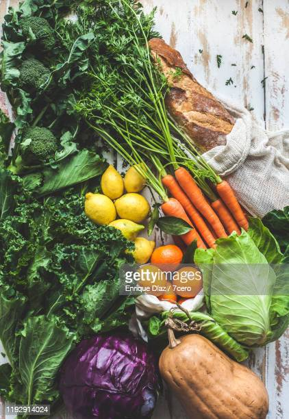 winter market vegetables flat lay - herbst winter kollektion stock-fotos und bilder