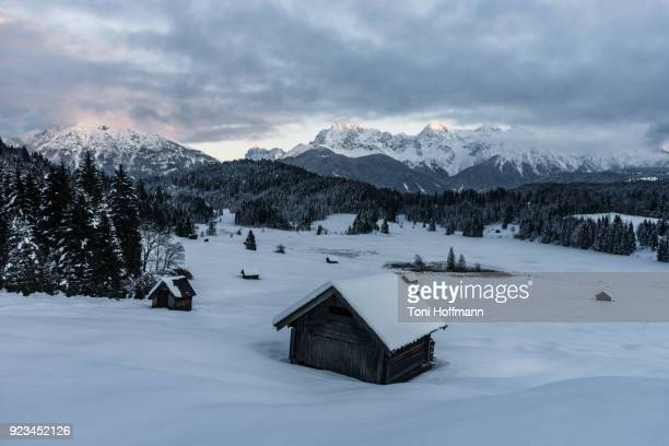 winter moment at lake geroldsee - mittenwald stock pictures, royalty-free photos & images
