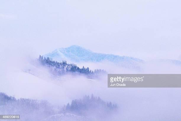 winter mountains - 新潟県 ストックフォトと画像