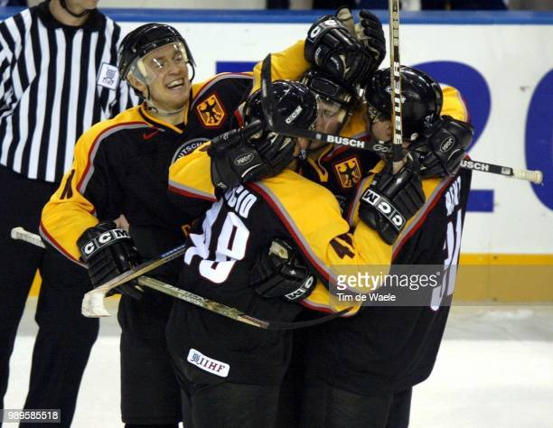 Salt Lake City /Hockey Sur Glace Ice Ijshockey Joie Vreugde /German Teammates Congratulate One Another After Shutting Out Slovakia 30 In A...