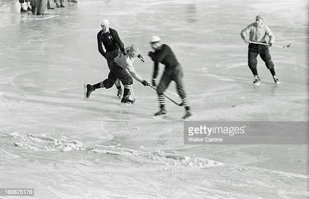 Winter Olympics 1952 Oslo Norway En Norvège à Oslo du 14 au 25 février 1952 lors des Jeux Olympiques d'hiver lors d'un match de bandy ancêtre du...