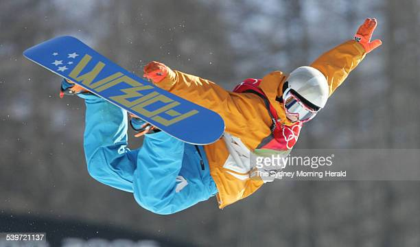 Winter Olympics 2006 Ladies Snowboard halfpipe at Bardonecchia Cheryl Maas of The Netherlands in action 14 February 2006 SMH Picture by TIM CLAYTON