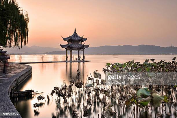 winter (west lake) - west lake hangzhou stock pictures, royalty-free photos & images