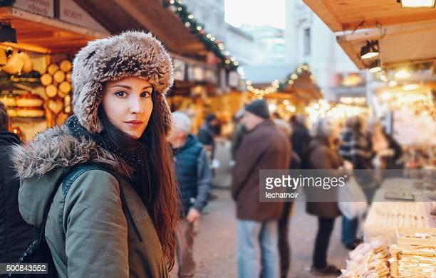 Hiver portrait d'une jeune femme à Budapest