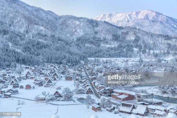 winter scene in shirakawa-go - miyamoto y ストックフォトと画像