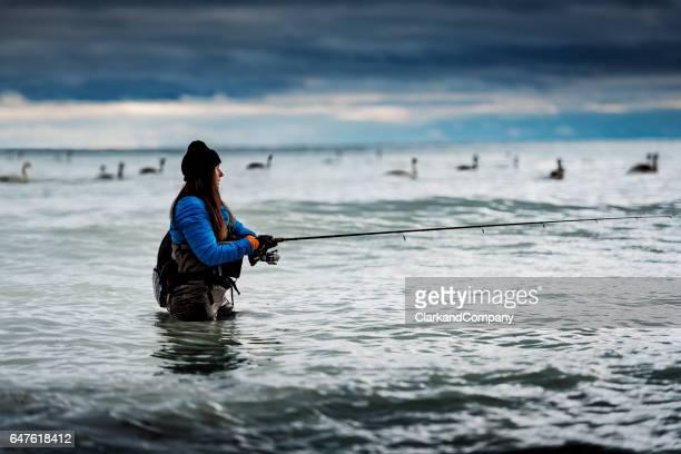 Angeln im Winter Meer bei Møns Klint-Dänemark