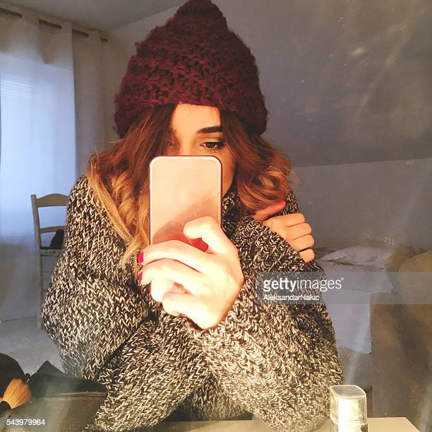 winter selfie - girl in mirror stock-fotos und bilder