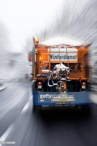 Winter-service in Aktion-schlechte Straßenbedingungen