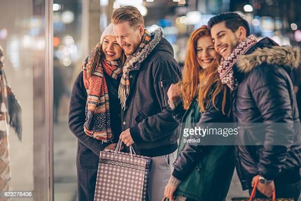 Winter shopping mit Freunden