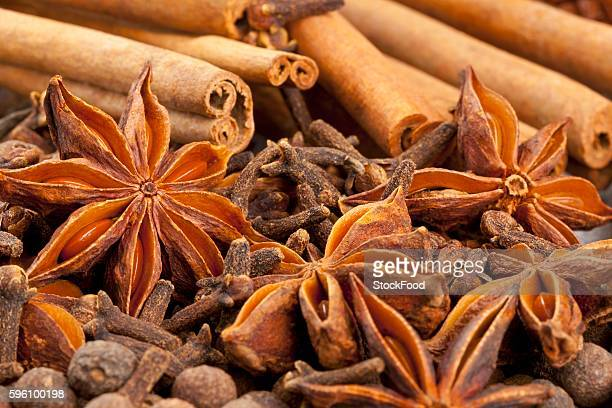 Winter spices (cloves, allspice, star anise, cinnamon)