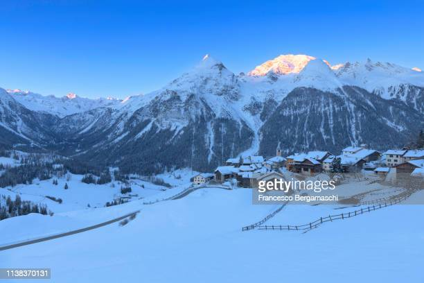 winter sunrise at the village of latsch, bergun, albula valley, district of prattigau/davos, canton of graubünden, switzerland, europe. - davos stock pictures, royalty-free photos & images