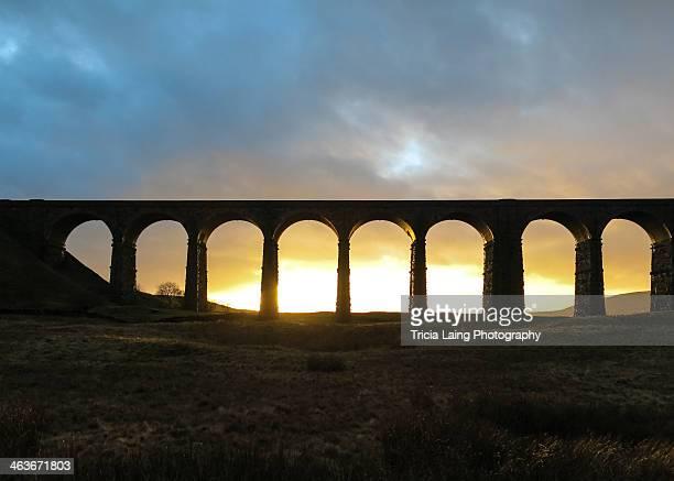 winter sunset at ribblehead viaduct. - carlisle - fotografias e filmes do acervo