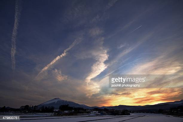 winter sunset in japan - 八幡平市 ストックフォトと画像