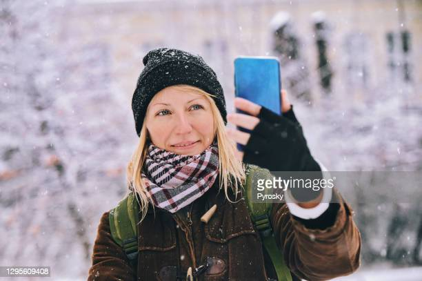 winter time - fingerless gloves stock pictures, royalty-free photos & images
