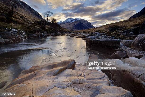 winter view along partly-frozen river etive towards distant mountains, glen etive, rannoch moor, near fort william, highland, scotland, united kingdom, europe - newpremiumuk stock pictures, royalty-free photos & images