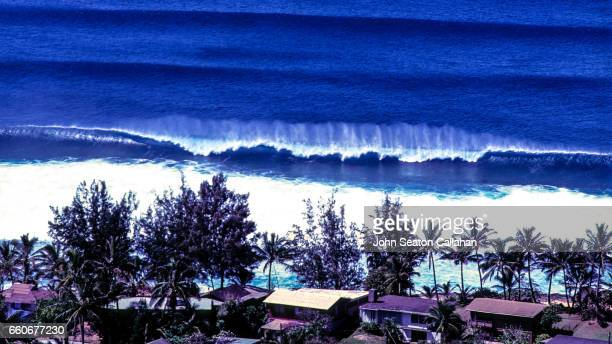 winter waves at sunset beach - haleiwa - fotografias e filmes do acervo