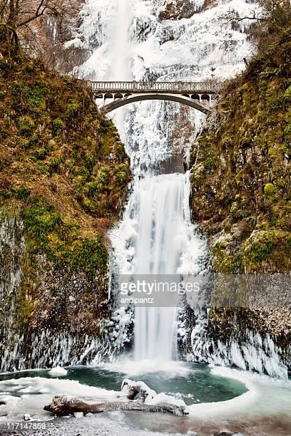 winter wonderland at multnomah falls - multnomah falls stock pictures, royalty-free photos & images