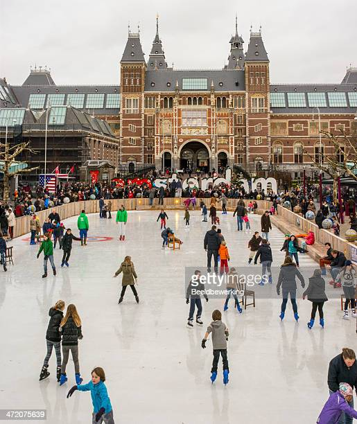 winterday in amsterdam - museumplein stock pictures, royalty-free photos & images