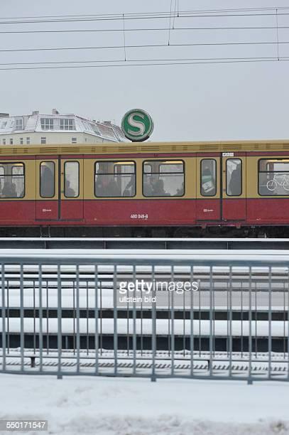 Wintereinbruch in Berlin Beeinträchtigungen durch Kälte und Schnee bei der Berliner SBahn