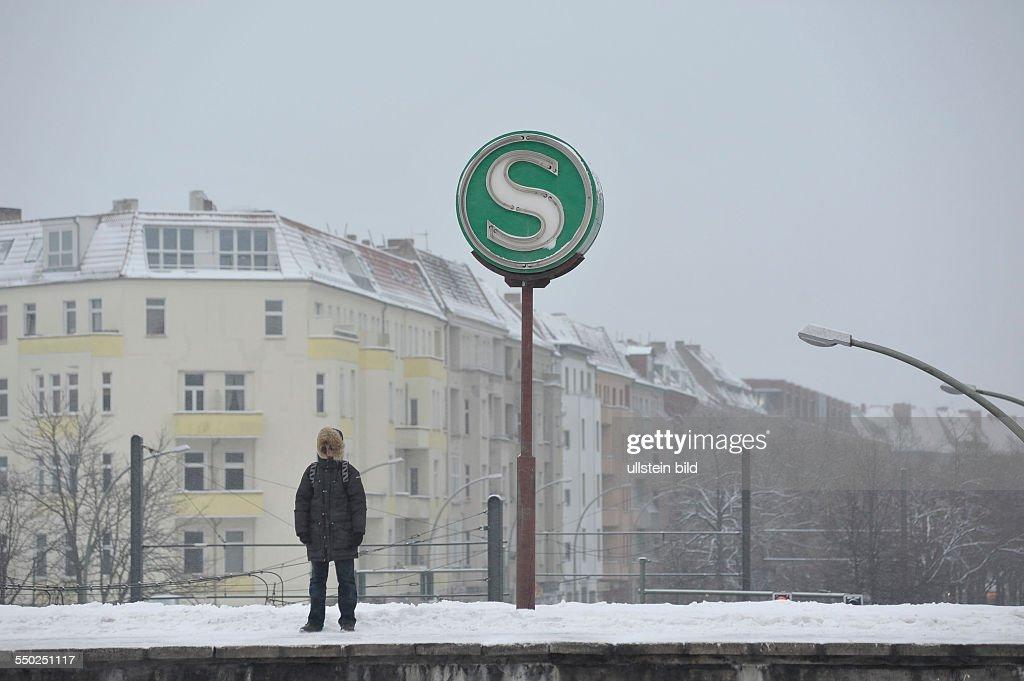 Wetterchaos und Beeinträchtigungen durch Kälte und Schnee bei der Berliner S-Bahn : News Photo