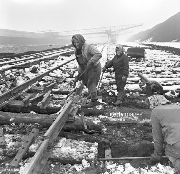Wintereinsatz im Tagebau Koschen auf dem Gebiet des abgebaggerten einstigen Ortes Scado bei Hoyerswerda im früheren Bezirk Cottbus am . Zur...