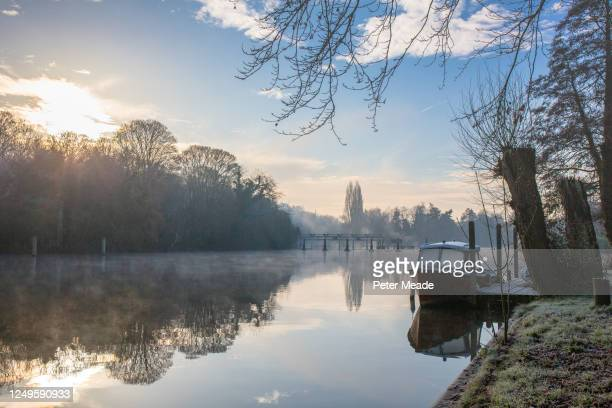 a winter's morning on cliveden reach - berkshire england stock pictures, royalty-free photos & images