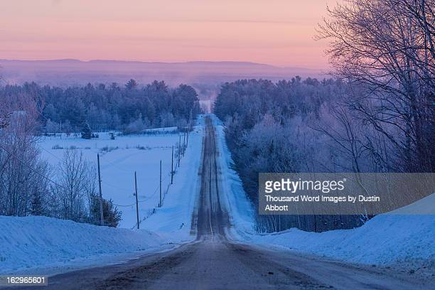 winter's splendor #1 - the road - dustin abbott - fotografias e filmes do acervo